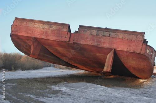 Photo huge barge stranded