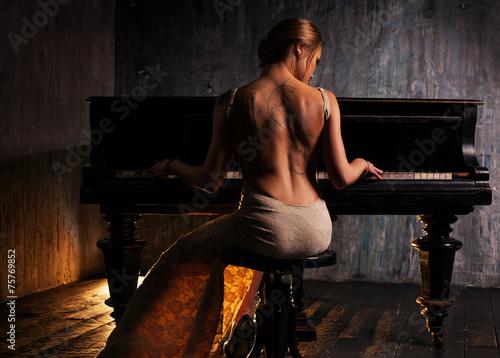 Young woman playing piano Fototapeta