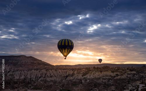 Poster Montgolfière / Dirigeable Hot air balloon, Cappadocia Turkey