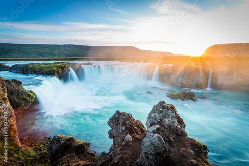 godafoss-o-zachodzie-slonca-islandia-niesamowity-wodospad