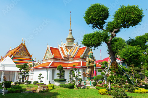 Photo  kleiner Tempel am Wat Arun in Bangkok