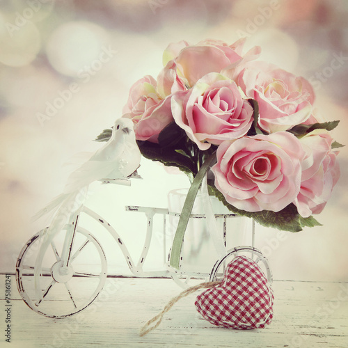 Foto-Tapete -  roses in a glass vase in vintage style (von Alina G)