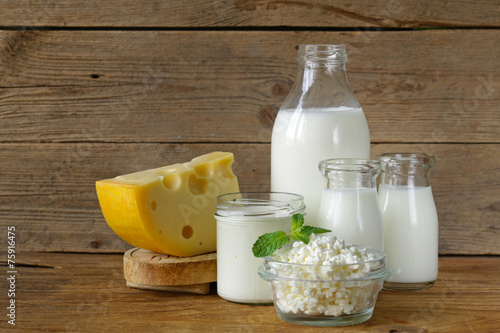 Fotografía  assortment of dairy products (milk, cheese, sour cream, yogurt)