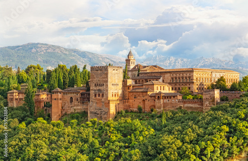 Photo ancient arabic fortress of Alhambra, Granada, Spain