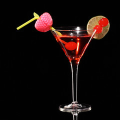 Fototapeta Koktajle cosmopolitan martini fresh Coctail isolated on black