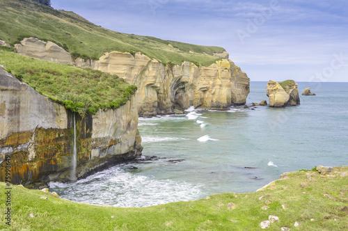 Photo  Cliffs of Tunnel beach, Otago Peninsula, New Zealand