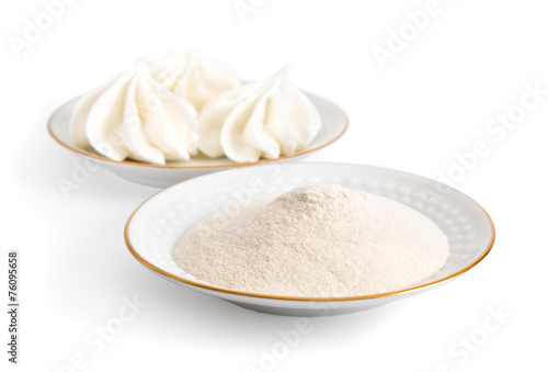 Photo Agar-agar powder on a white plate