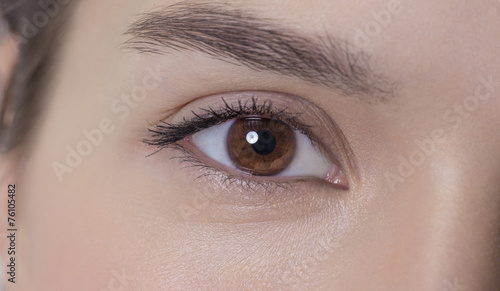 Valokuvatapetti Eye of an attractive young adult woman