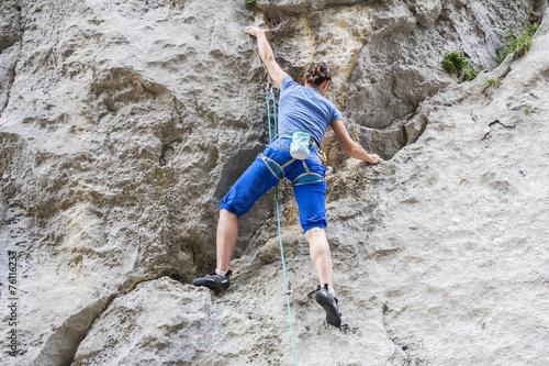 Fotografie, Obraz  Woman free climbing
