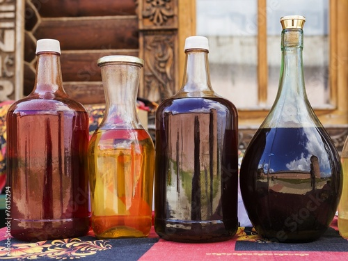 Fototapeta Russian alcoholic drink mead with reflection Kremlin in Suzdal,