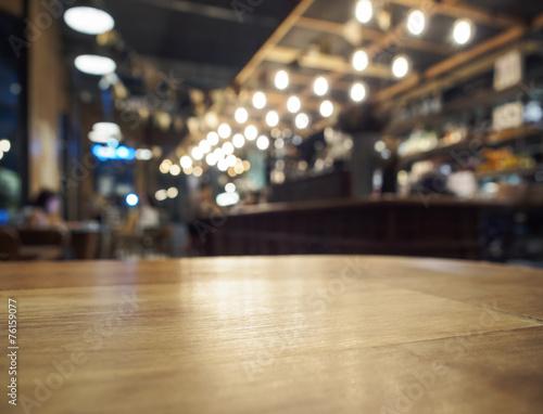 Fotografie, Obraz  Deska stolu barový pult s nabídkou restaurace pozadím