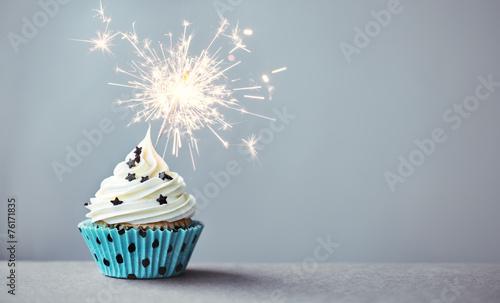 Photo  Cupcake with a sparkler