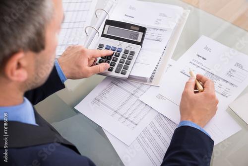 Fotografía  Businessman Doing Calculating
