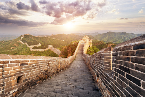 Muraille de Chine skyline and great wall during sunrise