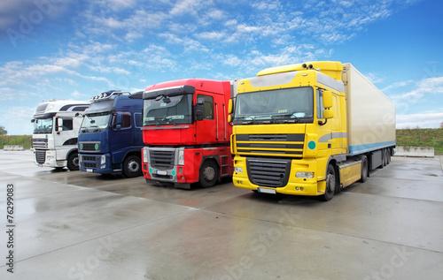 obraz PCV Ciężarówka w magazynie - ciężarowy Transport