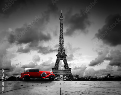 Foto auf Acrylglas Bestsellers Effel Tower, Paris, France and retro red car. Black and white