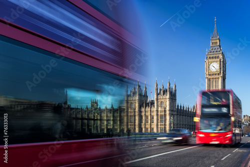 Türaufkleber London roten bus Big Ben and passing red buses, London< United Kingdom