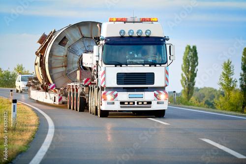 Fotografía  Heavy truck on the road