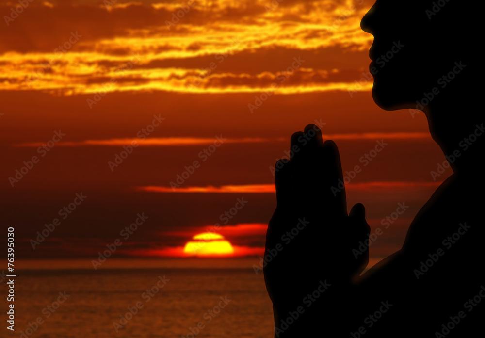 Fototapeta Man praying outdoors