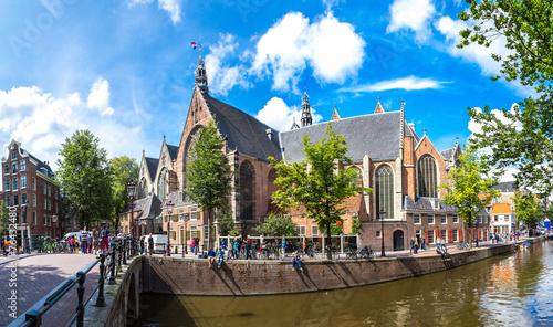 Ingelijste posters Amsterdam Oude Kerk (Old Church) in Amsterdam