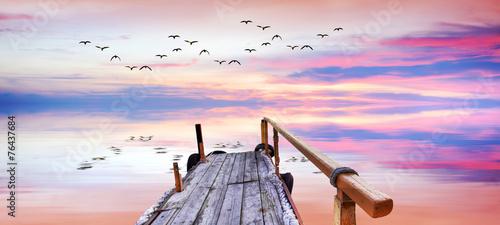 Poster Rose clair / pale panoramica de un amanecer con reflejos en el lago