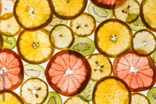 Foto  Transparency sliced fruits on white background