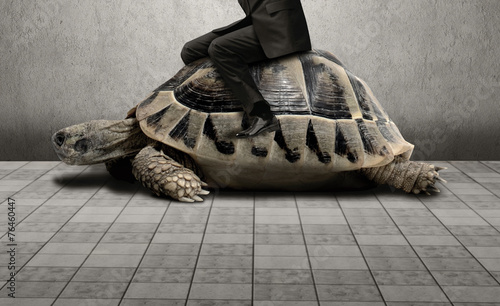 Photo Businessman sitting on turtle