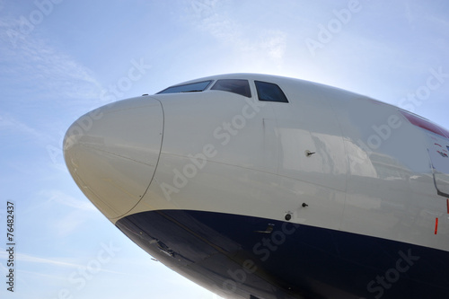 Fotografia  Boeing 777 nose at London, Gatwick.