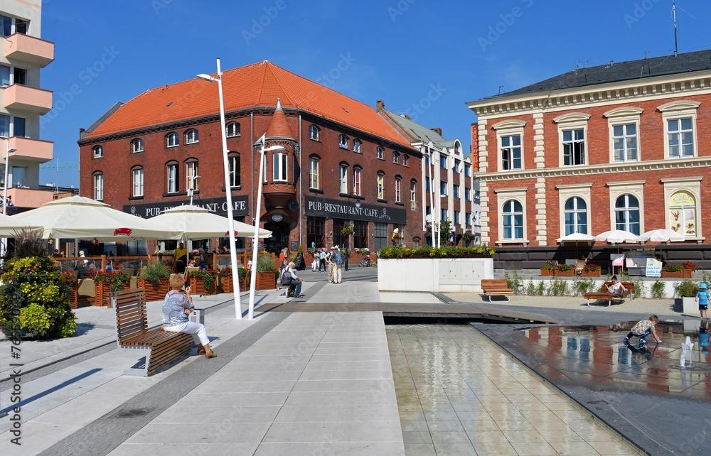 Fototapety, obrazy: Platz mit Wasserspielen in Swinemünde