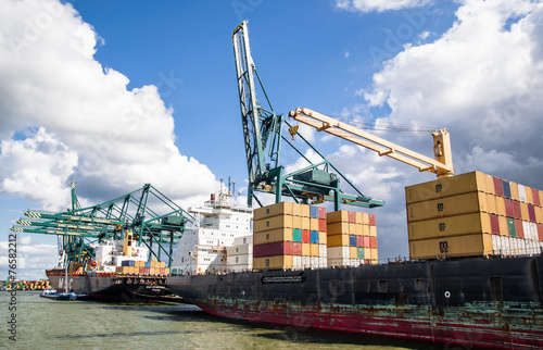 Photo Stands Antwerp container ship in harbor terminal and cranes i