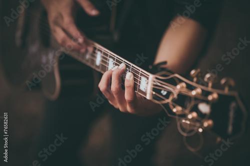 Obraz na płótnie man playing guitar no face