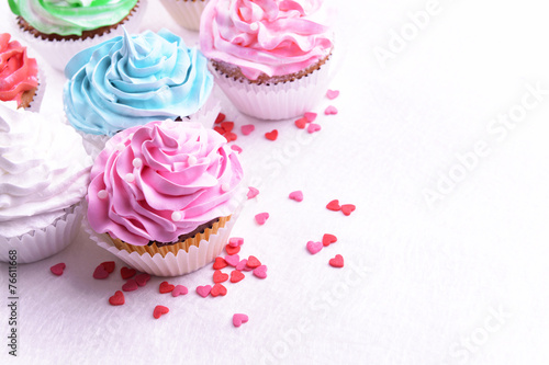 Photo  Delicious cupcakes on table close-up