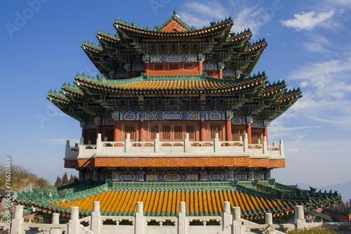Tuinposter China Buddhist temple at the Heavenly Mountain. Zhangjiajie. China.