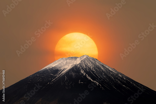 Mt.Fuji with Sun Behind Tableau sur Toile