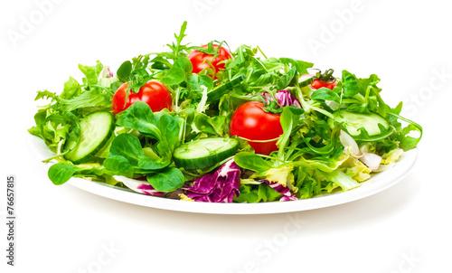 frischer salat salatteller isoliert kaufen sie dieses foto und finden sie hnliche bilder. Black Bedroom Furniture Sets. Home Design Ideas