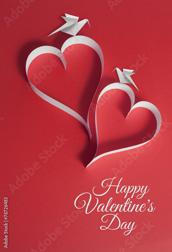 In de dag Retro valentines day background with origami doves and papercraft hear