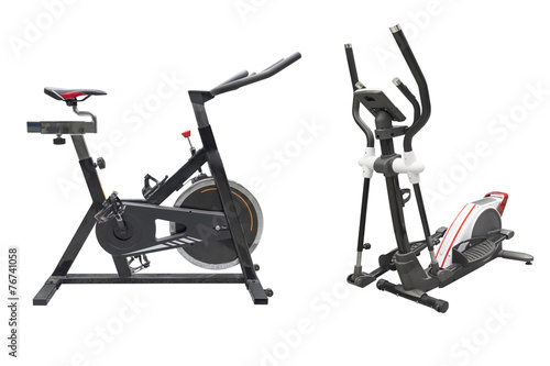 Foto op Plexiglas Fitness exercisers bike and ski simulator isolated on white background