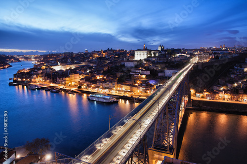 Cadres-photo bureau Seoul City of Porto at Night in Portugal