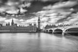 Czarno białe zdjęcie parlamentu i Big Bena