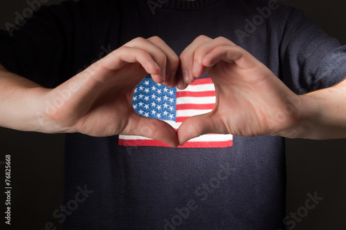 Photo  man with american flag on shirt showing heart of his hands
