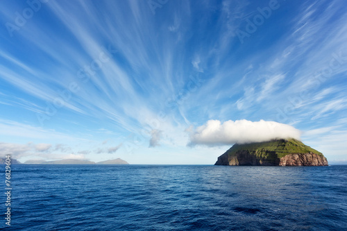 Spoed Foto op Canvas Eiland Sailing through Faroe Islands, Atlantic Ocean