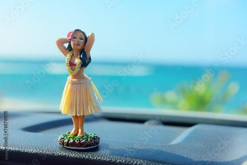 Fotografie, Obraz  Hawaii road trip - car hula dancer doll