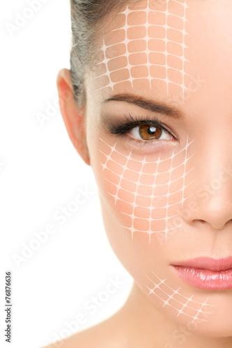 Fotografía  Face lift anti-aging treatment - Asian woman