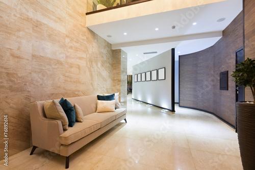 Fotografía  Modern hotel lobby interior