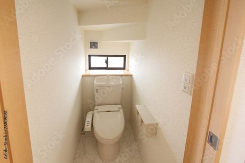 Fotografía  住まいのトイレ  階段下