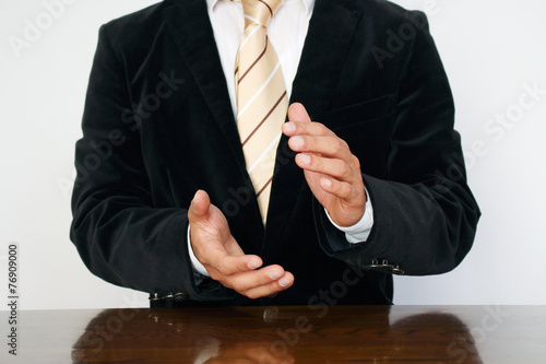 Photo  ビジネスマンの拍手と成功 Businnessman claping his hands Success!!