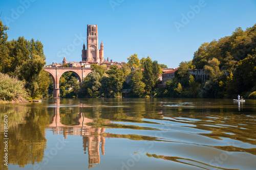Photo Bridge and cathedral in Albi and its reflection