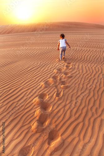 Photo  Baby - girl running in the desert.
