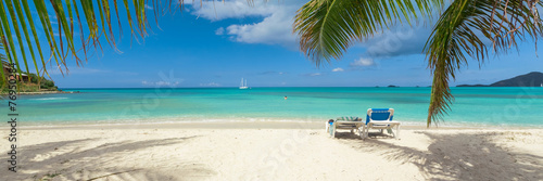 Tropical white sand beach background, caribbean island, hot summer day on the beach - 76950284