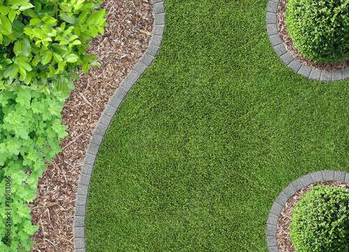 Garten Rasen Und Rindenmulch Buy This Stock Photo And Explore